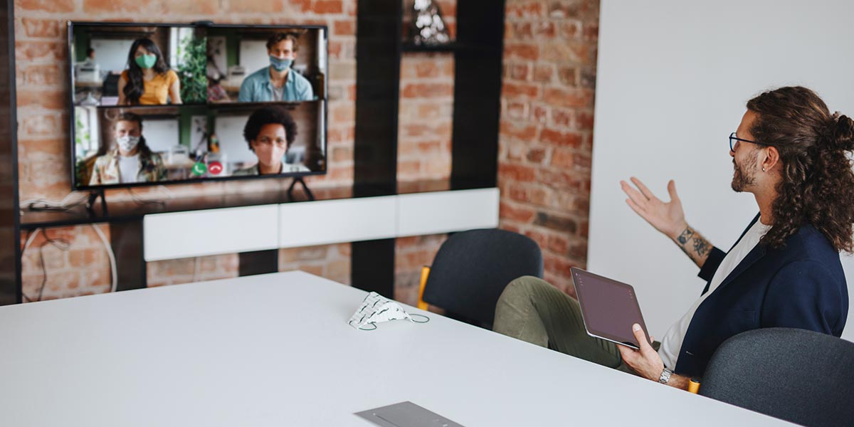 Reunião de trabalho à distância com recurso a ferramentas colaborativas